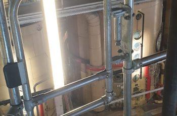 Lebensmittelfabrik-Motorblock-Nachher-mit-Kee-Klamp-Rohrverbinder-gesichert